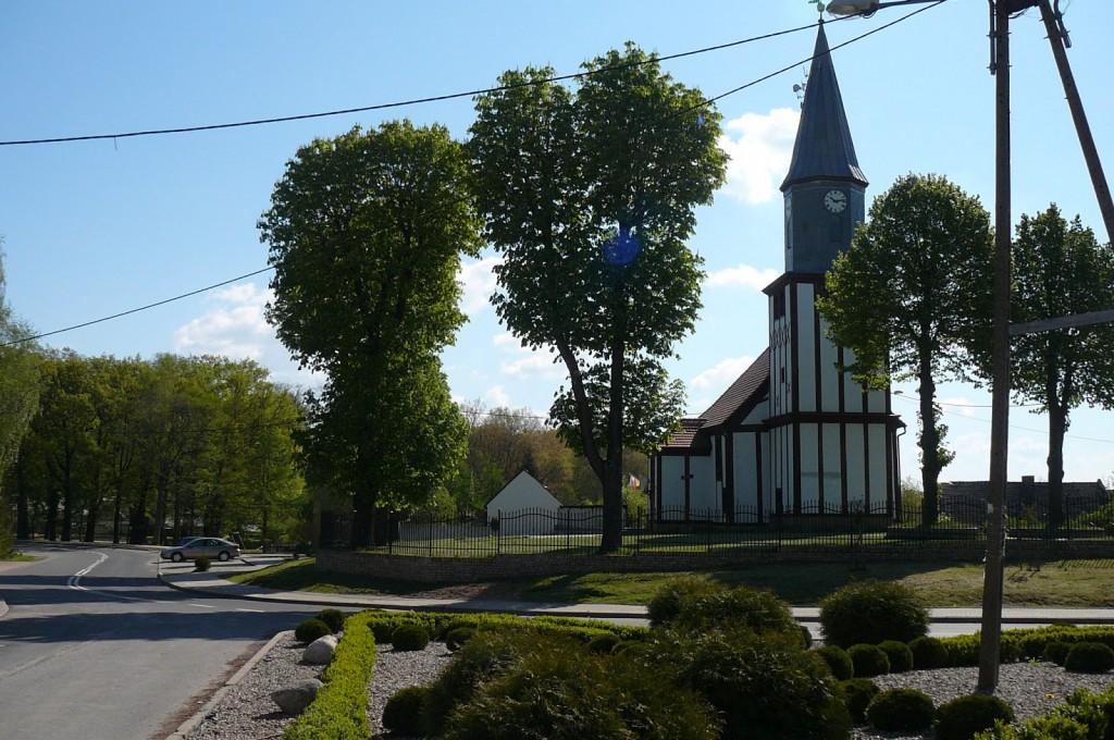 Widok na kościół oraz drogę prowadząca do Zdroiska. Fot. za: www.kgwjanczewo.blogspot.de